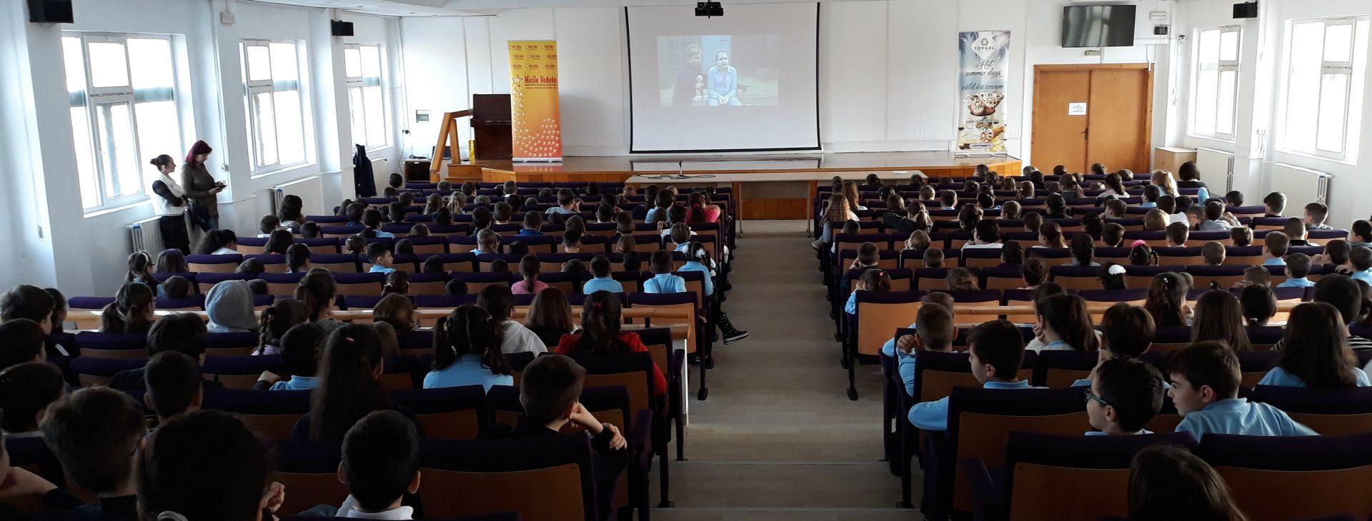"""Caravana de Film """"Micile Vedete"""" ajunge și pe malul Dunării"""